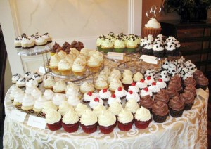 wedding-cupcakes-display