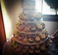 Cupcake Tower with Rose Cutting Cake