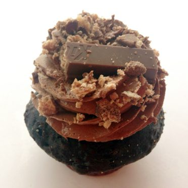 Candy Bar cupcake with Kit Kats