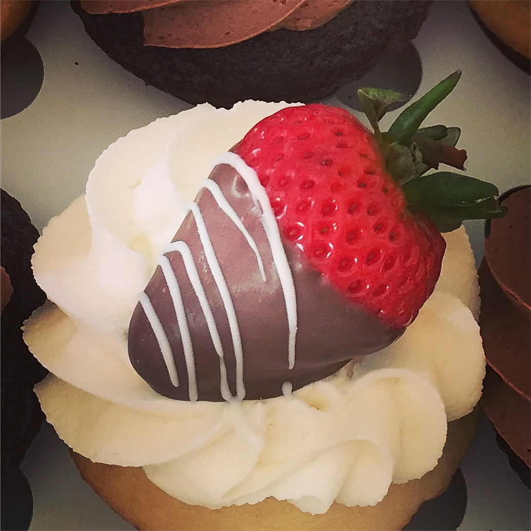 Chocolate Covered Strawberry Cupcakes – The Cupcake Delivers