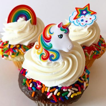 enchanted unicorn and rainbow cupcakes